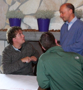 Foto van Tex Gunning in gesprek bij Visie NL